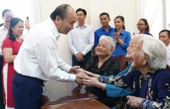 thu tuong tang qua tet cho gia dinh chinh sach ho ngheo cong nhan lao dong