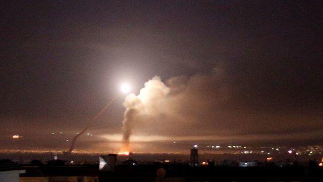 israel khong kich lien tiep quan doi syria canh giac cao do
