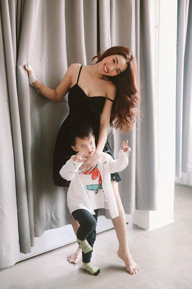 Sao Việt ngày 26/3: 3 lần sinh con, vợ Ưng Hoàng Phúc vẫn sở hữu vóc dáng 'vạn người mê'