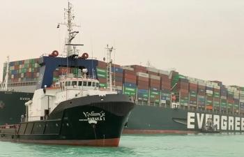 Kênh đào Suez có thể bị tắc nghẽn hàng tuần so với dự kiến