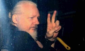 ong chu wikileaks bi bat bat ngo de khong the nhan nut bao dong