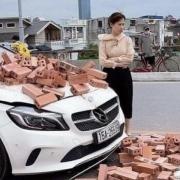 Bị xích lô chở gạch tông trúng, nữ tài xế Mercedes ứng xử đầy bất ngờ