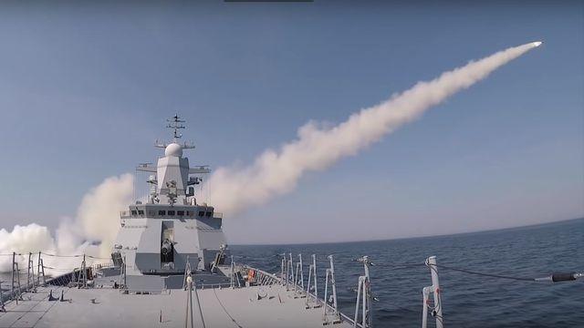 Video tàu chiến Nga phóng tên lửa uy lực trên biển