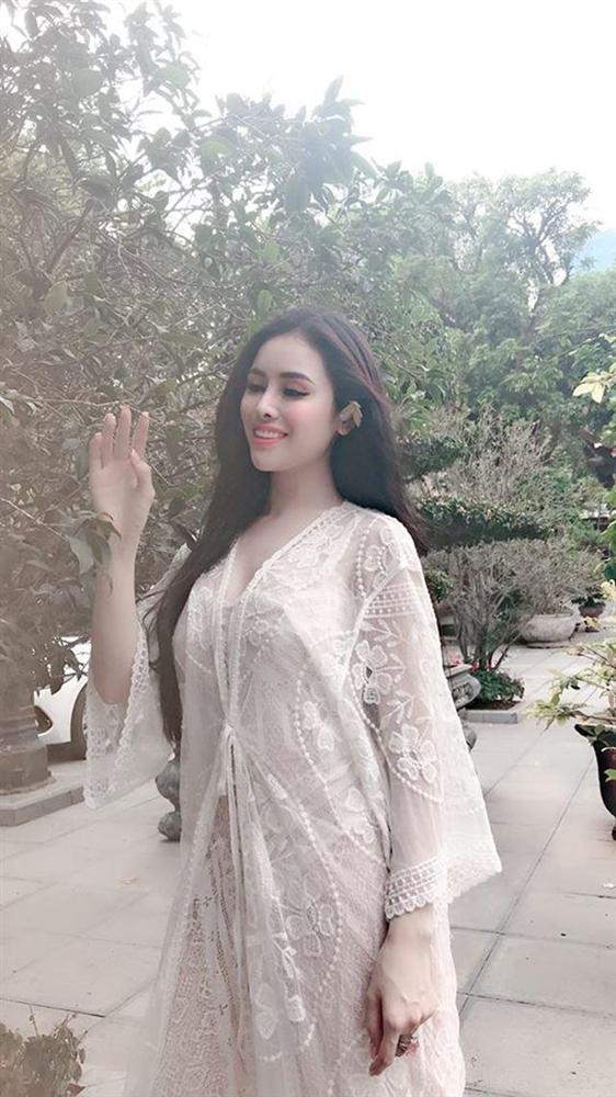 Sao Việt ngày 15/5: Hoa hậu Phạm Hương lại để lộ bằng chứng sinh con đầu lòng