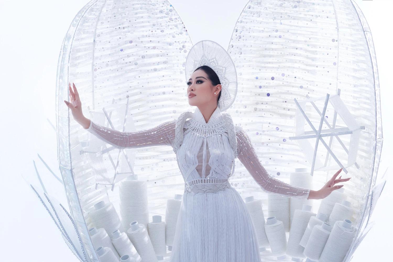 [VIDEO] Khánh Vân tự tin tỏa sáng khi trình diễn Kén Em tại Miss Universe 2020