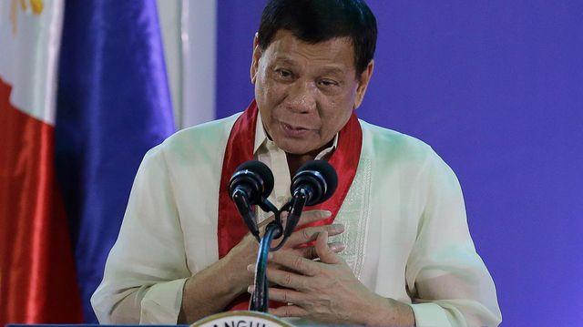 tong thong philippines bat ngo xin loi ngu dan vu va cham voi tau trung quoc