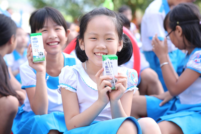 Vinamilk mang niềm vui uống sữa đến với trẻ em Quảng Nam