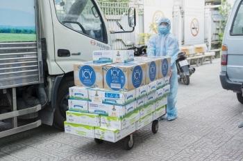 Vinamilk hỗ trợ 48.000 sản phẩm cho tổ công tác lấy mẫu, xét nghiệm của TP.HCM trong đợt dịch cao điểm