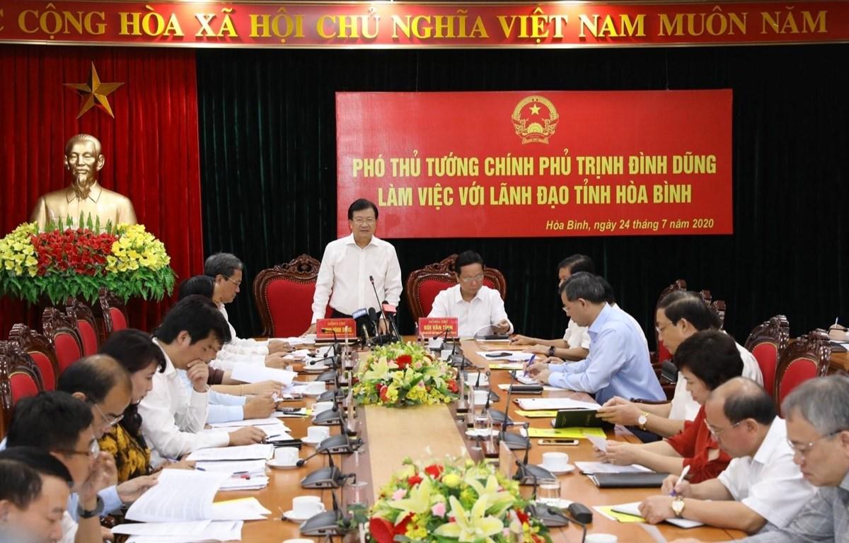 Phó Thủ tướng Trịnh Đình Dũng làm việc với tỉnh Hòa Bình