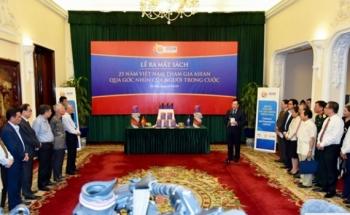 Phó Thủ tướng Phạm Bình Minh dự lễ ra mắt sách về 25 năm Việt Nam tham gia ASEAN