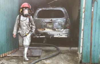 Hà Nội: Cháy dữ dội, ô tô và nhiều xe máy bị thiêu rụi