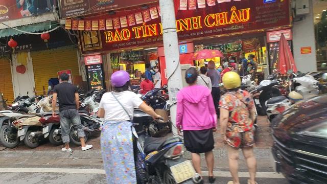 het cho de xe bao ve duoi kheo khach khi gia vang tang nhu vu bao