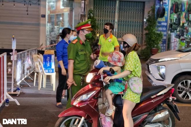 Đêm đầu Đà Nẵng làm mạnh hơn Chỉ thị 16: Người ra đường phải trình lý do - 3