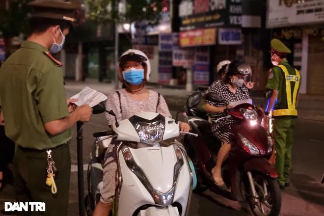 Đêm đầu Đà Nẵng làm mạnh hơn Chỉ thị 16: Người ra đường phải trình lý do - 6
