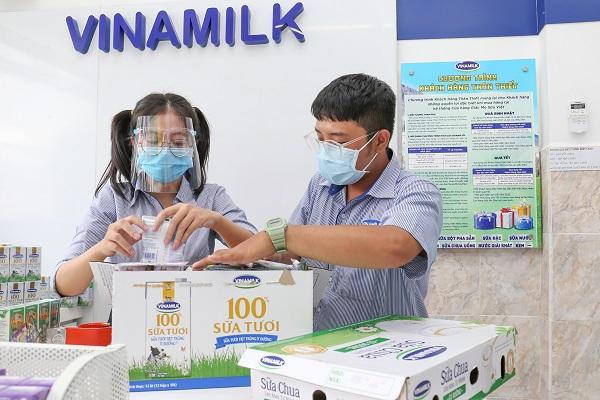 Vinamilk san sẻ khó khăn mùa dịch, hỗ trợ thiết thực gần 170 tỷ đồng cho người tiêu dùng