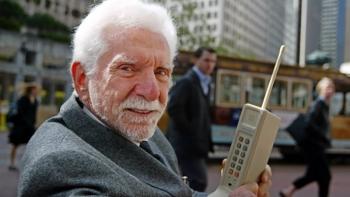 """Chuyện về """"cha đẻ"""" chiếc điện thoại di động"""