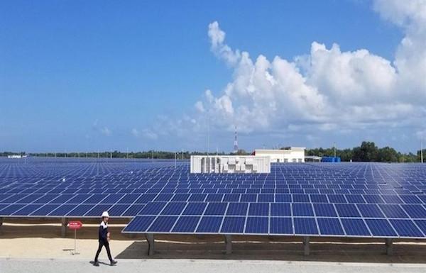 """Điện mặt trời mái nhà cần """"khơi thông"""" về thủ tục"""