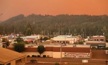 Cháy rừng có thể khiến người dân Mỹ dễ nhiễm nCoV hơn