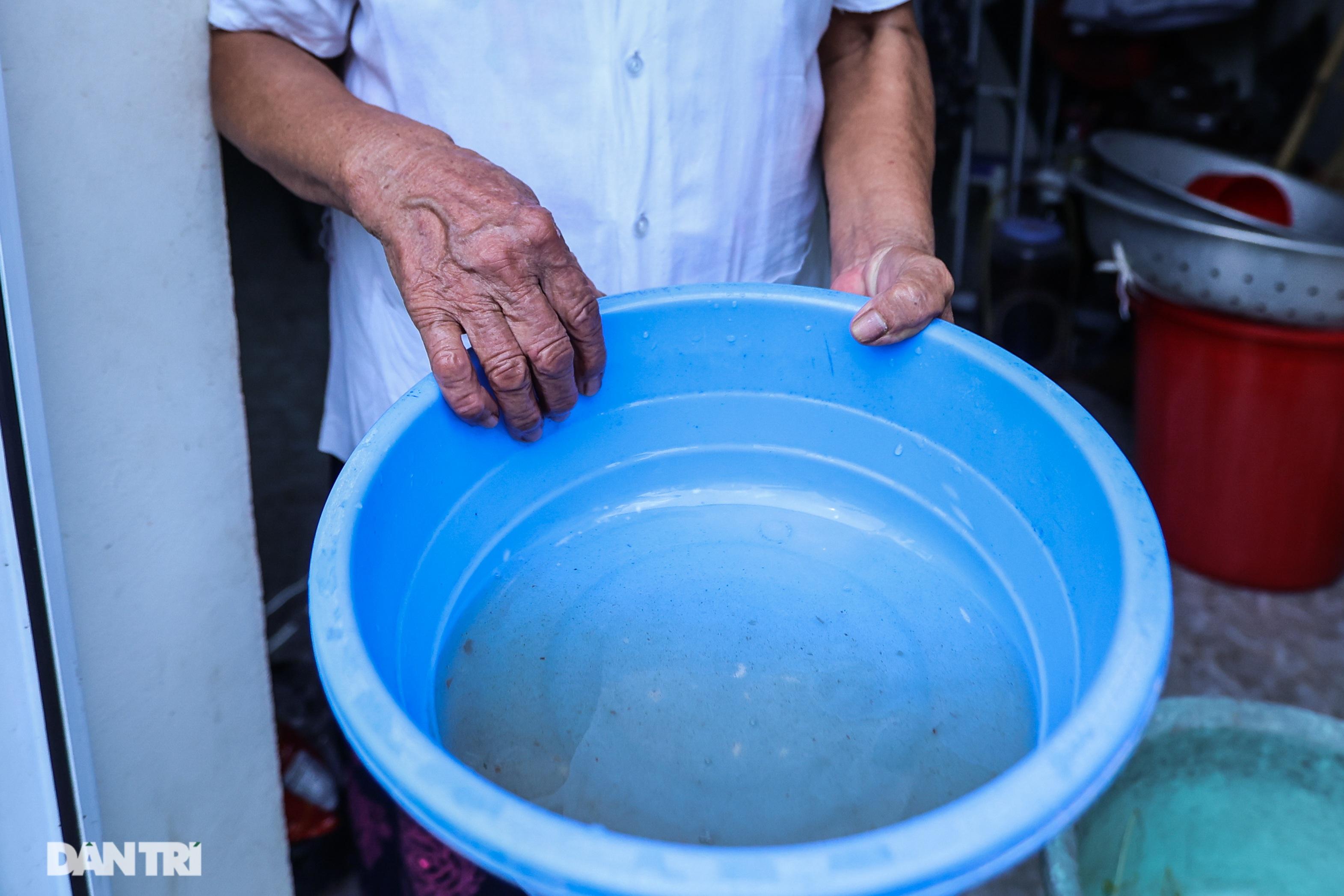 Cảnh nước sinh hoạt đục ngầu tanh vị sắt của hàng trăm nghìn người Hà Nội - 3