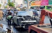 Xe container tông nát BMW và 2 xe máy, nhiều người thoát chết
