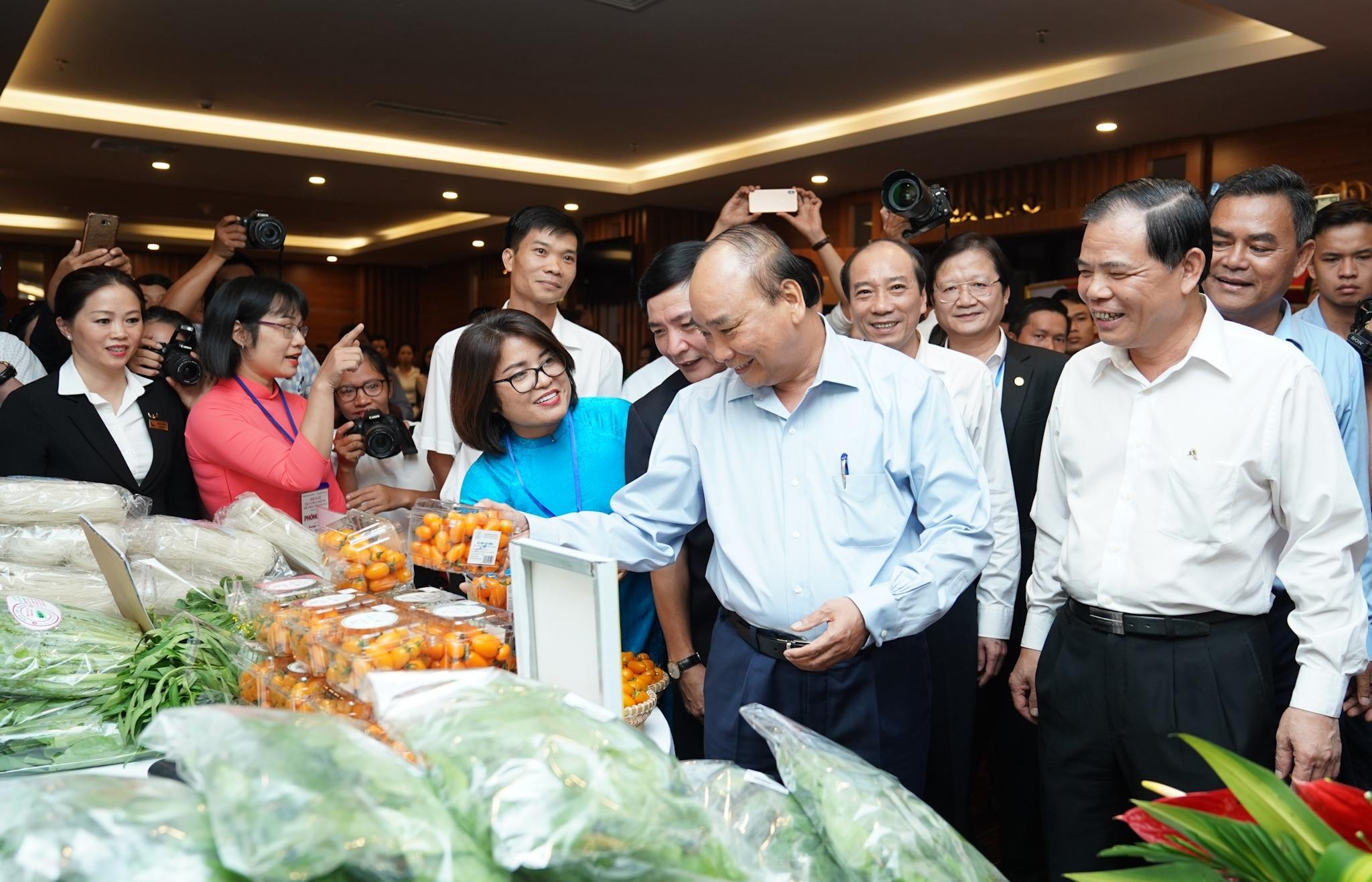 Thủ tướng Nguyễn Xuân Phúc chủ trì cuộc đối thoại với nông dân