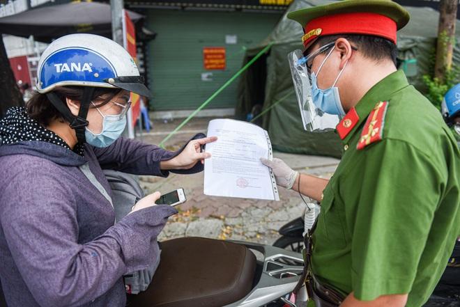 Công an Hà Nội hỏa tốc cấp giấy đi đường có mã QR