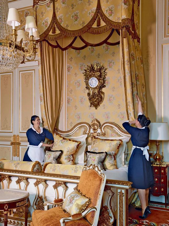 Chuyện về cha đẻ khách sạn yêu thích của Coco Chanel, Ernest Hemmingway<p/>- Ảnh 1.