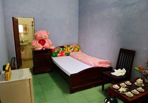 pham nhan duoc gap vochong trong phong rieng nhung phai cam ket khong mang thai