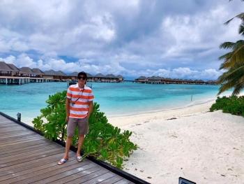 Sao Việt ngày 17/10: Nghệ sĩ Hoài Linh khoe ảnh du lịch ở Maldives
