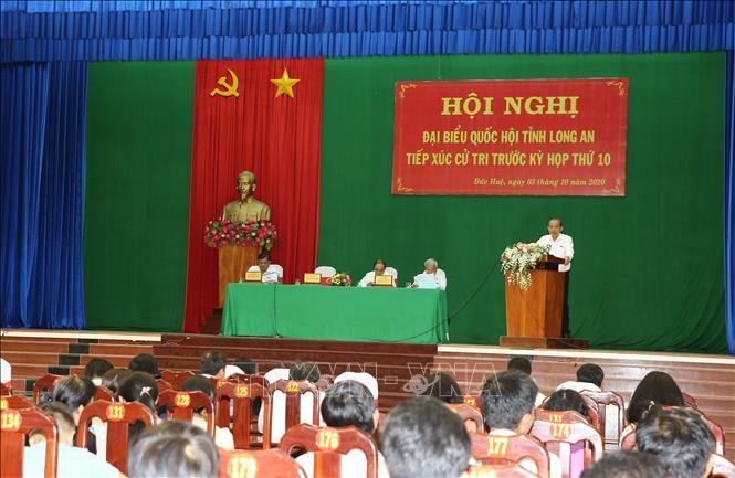 Phó Thủ tướng Thường trực Trương Hòa Bình tiếp xúc cử tri Long An