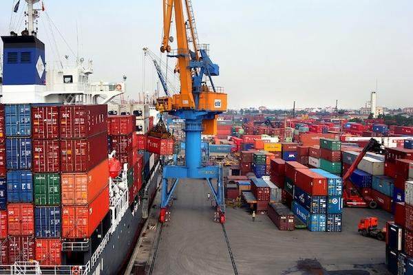 """VEPR cảnh báo nguy cơ Việt Nam là """"điểm trung chuyển"""" hàng hoá Trung Quốc sang Mỹ"""