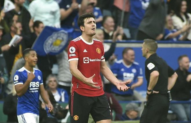 """Harry Maguire """"tấu hài"""", khiến Man Utd ôm hận trong cả 4 bàn thua"""
