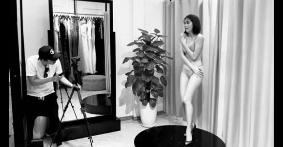 Sao Việt ngày 18/11:  Bị chụp ảnh tại phòng thử đồ, Ngọc Trinh hốt hoảng, dùng tay che cơ thể