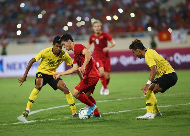 vong loai world cup 2022 tuyen viet nam khong duoc chu quan o 3 luot dau cuoi