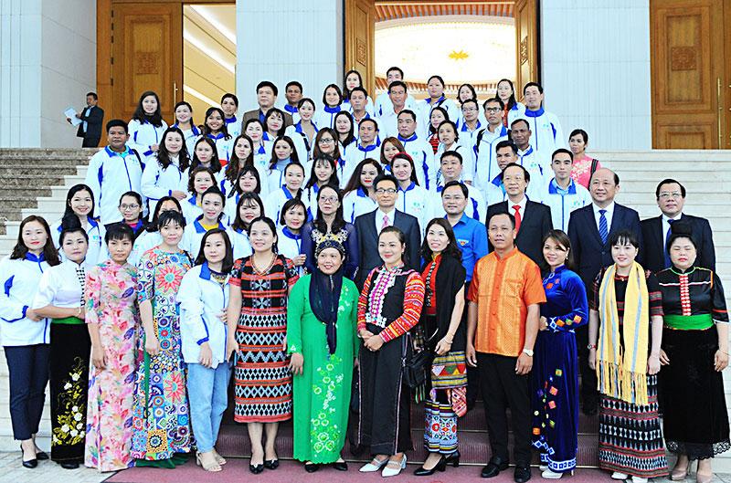 Phó Thủ tướng Vũ Đức Đam gặp mặt các thầy giáo, cô giáo dân tộc thiểu số