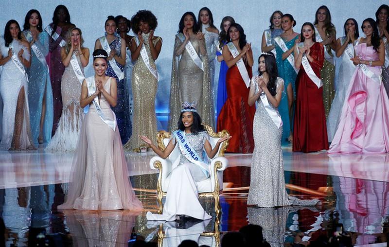 sao viet ngay 1412 jamaica dang quang miss world luong thuy linh dung o top 12