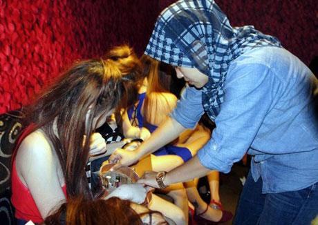 [VIDEO] Giải cứu 136 phụ nữ Việt khỏi tụ điểm mại dâm ở Malaysia