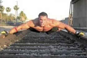 [VIDEO] Nam diễn viên bị tàu điện tông chết khi đang quay phim