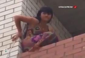 [VIDEO] Kịch tính màn giải cứu cô gái trẻ nhảy lầu tự tử