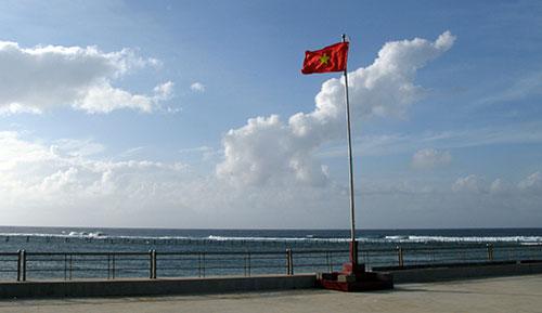 Cờ đỏ sao vàng trên đảo Phan Vinh B.