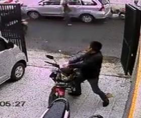 [VIDEO] Màn trộm xe kịch tính hơn cả phim hành động Mỹ