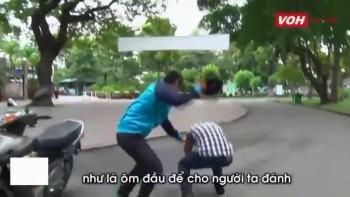 video ky nang phan don khi bi tan cong bang mu bao hiem