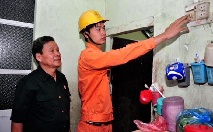 12 ngàn hộ nghèo được sửa điện miễn phí