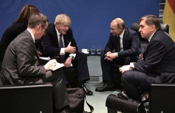"""Thủ tướng Anh nói với Tổng thống Nga: """"Hiện không thể bình thường hóa quan hệ"""""""
