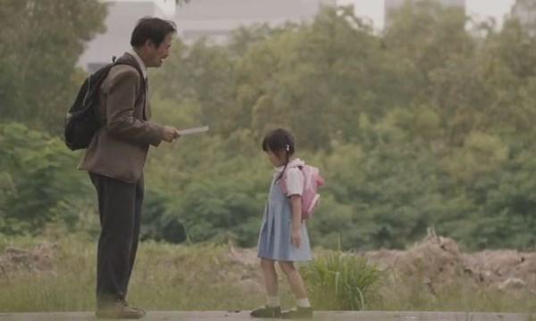 """[VIDEO] Bức thư """"Bố tôi là người nói dối"""" khiến hàng triệu người xúc động"""