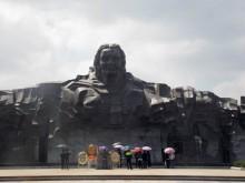 Hàng nghìn người thăm tượng đài Mẹ Việt Nam anh hùng