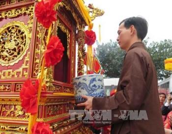 Rước kiệu Ngọc Lộ tại lễ khai ấn đền Trần