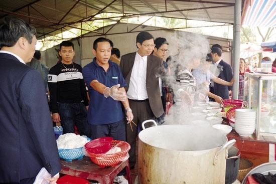 Lo vệ sinh an toàn thực phẩm mùa lễ hội
