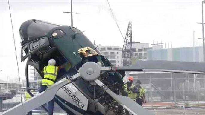 Trực thăng gặp tai nạn bị cắt đứt đôi như phim hành động