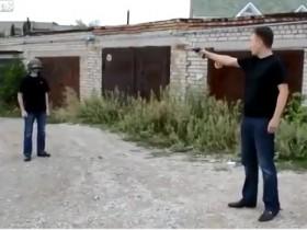 [VIDEO] Bắn súng vào đầu để thử độ bền của mũ bảo hiểm